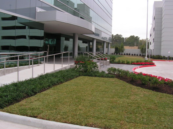NEW OFFICE BUILDING IN HOUSTON FEATURING CONTEMPORARY LANDSCAPE STYLE